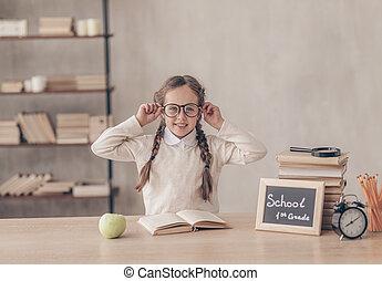 微笑の女の子, 机