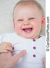 微笑の赤ん坊