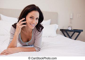 微笑の 女性, ベッド, 持つこと, a, 電話