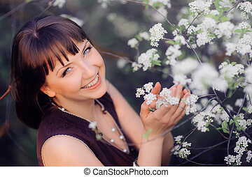 微笑の 女性, 中に, a, 春, 庭