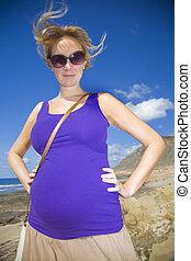 微笑の 女性, 妊娠した