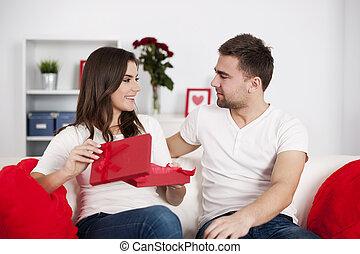 微笑の 女性, 開始ギフト, バレンタイン