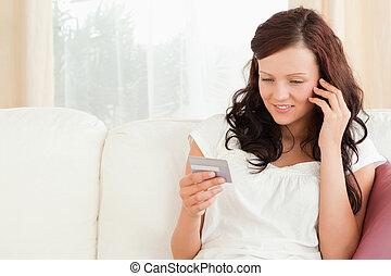 微笑の 女性, 電話, 保有物, a, カード