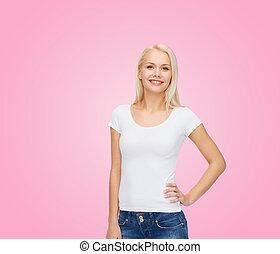 微笑妇女, 在中, 空白, 怀特t衬衫