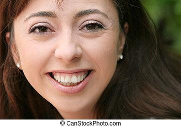 微笑的婦女