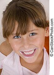 微笑的小女孩, 看照像機