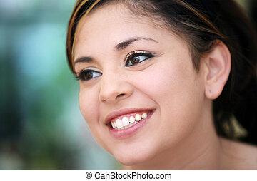 微笑的 女孩