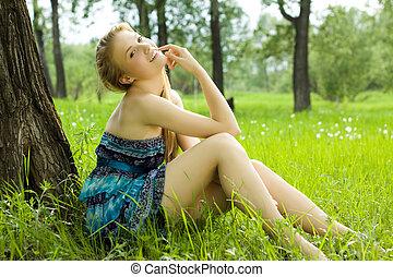微笑, かわいい少女, 牧草地, 青, 十代, 服