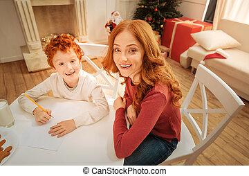 微笑, カメラ, うれしい, 母, 息子