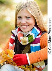微笑, カラフルである, 葉, 若い 女の子, ブロンド, スカーフ