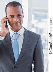 微笑, ビジネスマン, 上に, a, 呼出し