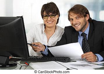 微笑, ビジネス, 働いている人達