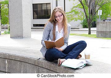 微笑, 勉強する, キャンパス, 学生