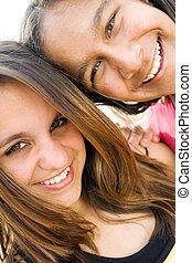微笑, 十代の若者たち