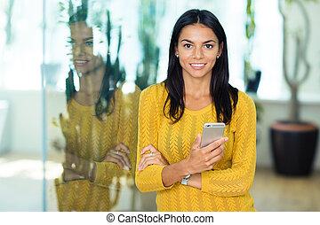 微笑, 女性実業家, smartphone, 保有物