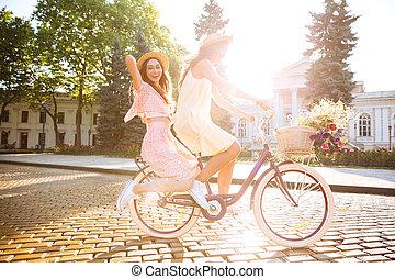 微笑, 女性, 自転車, 若い, 屋外で