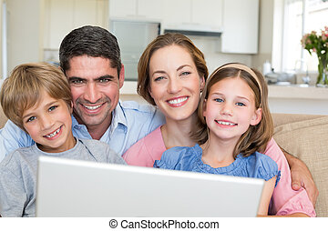 微笑, 家, ラップトップ, 家族