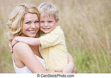 微笑, 屋外で, 母, 保有物, 息子