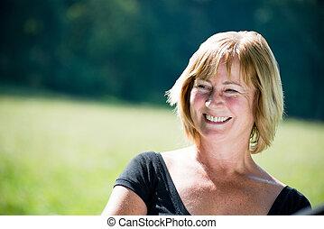 微笑, 成長した 女性, 屋外, 肖像画