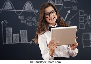 微笑, 教師, 使うこと, デジタルタブレット, 中に, 教室