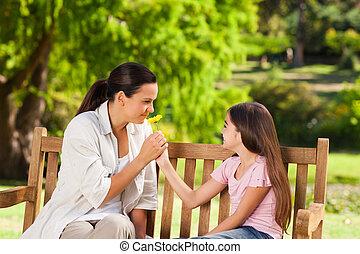 微笑, 母親, 由于, 她, 女儿