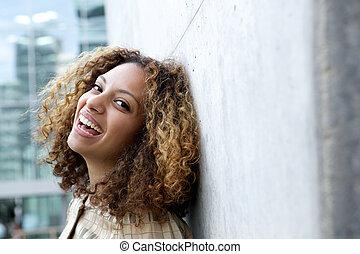 微笑, 若い女性, ∥で∥, 巻き毛の髪