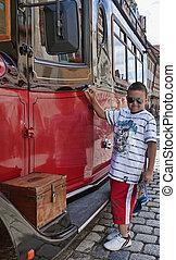 微笑, 若い, バスの運転手
