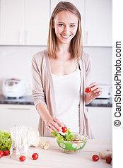 微笑, 若い, 主婦, 混合, 新たに, サラダ