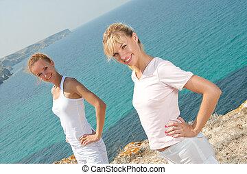 微笑, 2人の女性たち