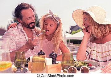 心づかい, お父さん, 彼の, 娘, サラダ, 供給, すてきである