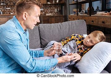 心づかい, 彼の, 寄付, 病気, 父, 息子, 薬