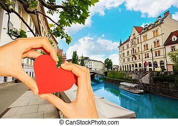 心, 上に, 手, 川, スロベニア, ljubljana, 把握, 赤