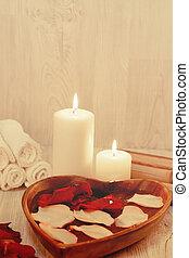 心, 燃焼, 木製である, バラボール, 蝋燭, 準備, 花弁, 形, エステ, プロシージャ, 近くに