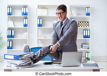 忙しいオフィス, 鎖でつながれた, 彼の, 机, 従業員