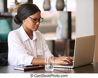 忙しい, 女性実業家, 間, 若い, 堪能, 黒, タイプ