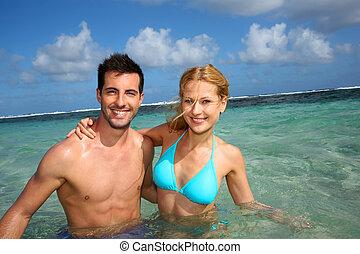 快樂, 夫婦, 游泳, 在, a, 加勒比海, 瀕海湖