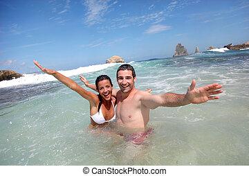 快樂, 夫婦, 游泳, 在, the, 海洋
