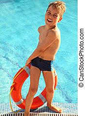 快樂, 小男孩, 拉, 在外, 紅色, 浮標, 從, the, 游泳池