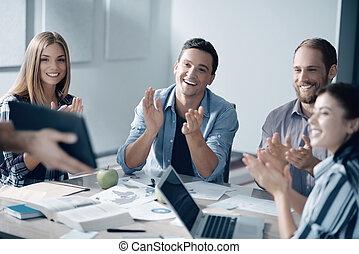 快樂, 年輕, 辦公室工作人員, 鼓掌, 他們, 手