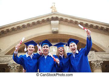 快樂, 畢業