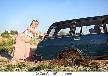 怀孕的婦女, 推, 汽車