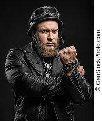 怒る, あごひげを生やしている, バイカー, 人, 中に, 革のジャケット, そして, ヘルメット, 上に, 黒,...