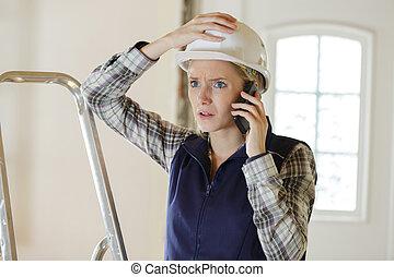 怒る, ビジネス 電話, 女, 叫ぶこと, ヘルメット, 建築者