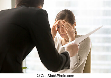 怒る, 上司, 女性の従業員, claims, 失望させられた