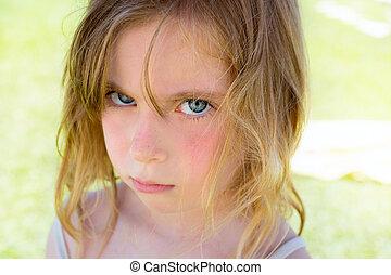 怒る, 見る, カメラ, ブロンド, 肖像画, 女の子, 子供