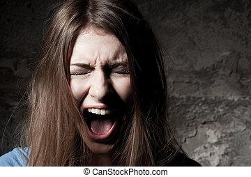 怖がらせられた, woman., 怖がらせられた, 若い女性, 保持, 目は 閉まった, そして, 叫ぶこと, 間,...