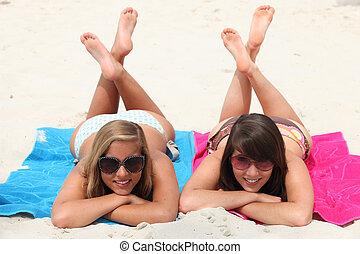 怠け者である, 女の子, 2, ∥(彼・それ)ら∥, 胃, 交差させる, beach:, 足, 日, あること