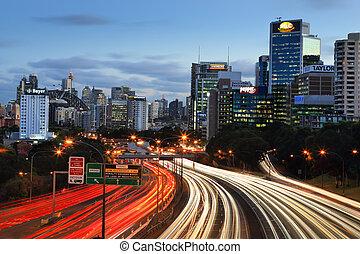 急行, 都市, 車線