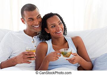 恋人, とても, ∥(彼・それ)ら∥, カップ, ベッド, 飲む茶
