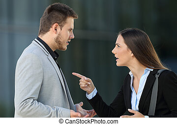 恋人, の, 経営者, 論争, 路上で